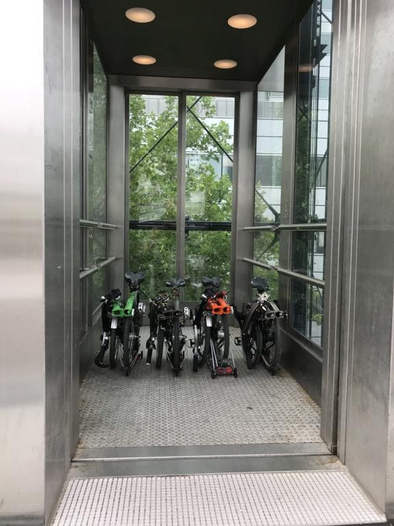 Un Brompton dans un ascenseur atypique 20170710
