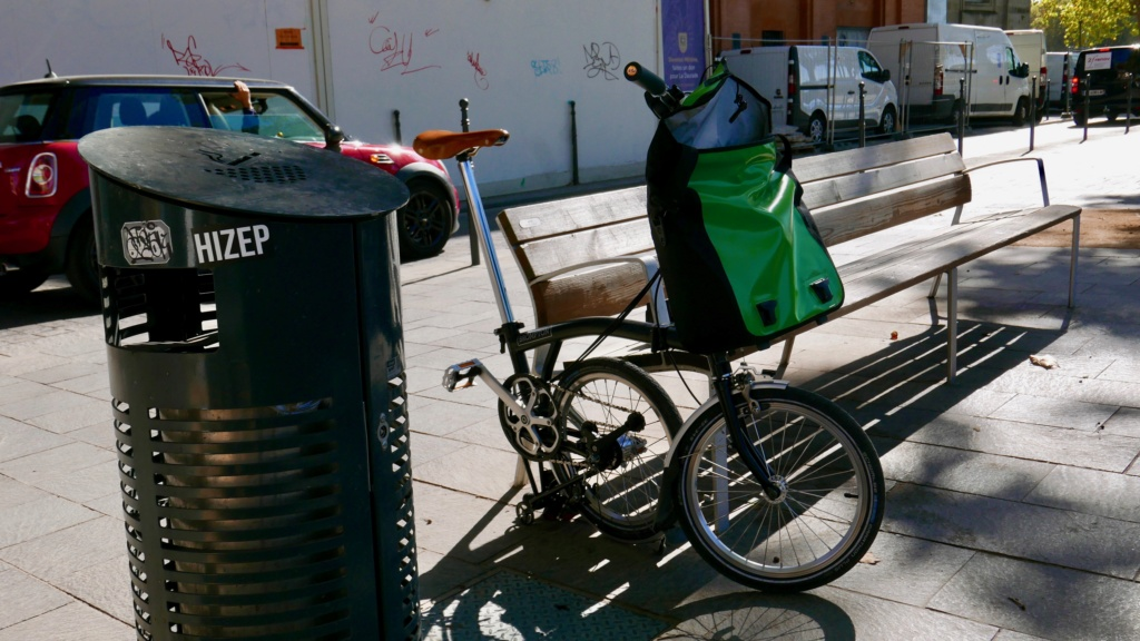 GrandBi fait du vélo L1030910