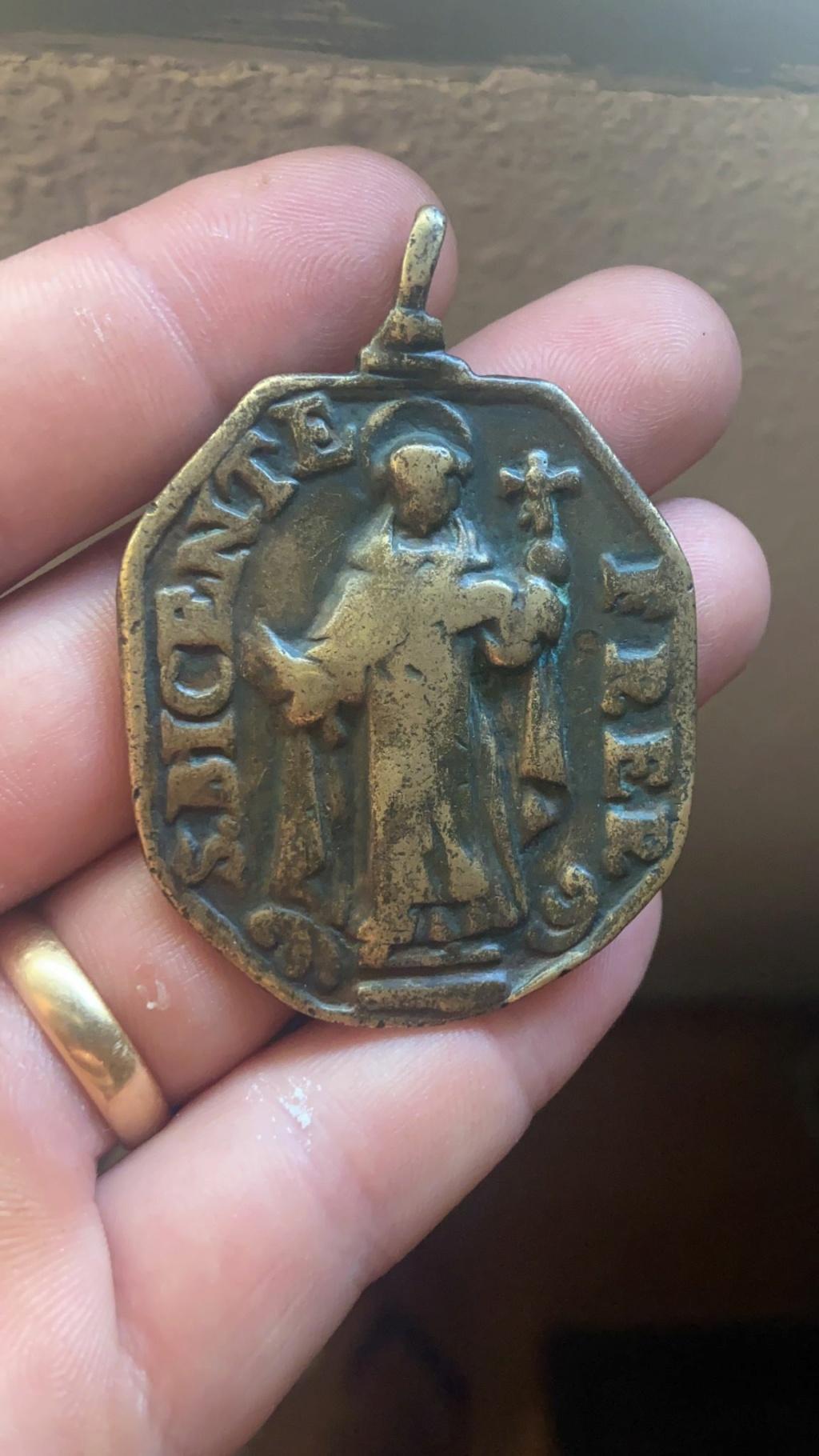 Descomunal medallón Vicent10