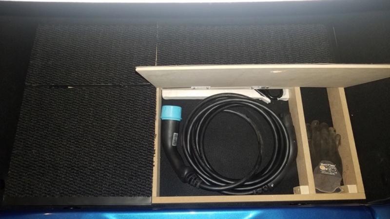 Rangement des câbles : Fabrication d'un double fond de coffre - Page 10 611