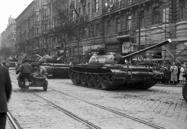 4 novembre 1956 : Les chars soviétiques entrent dans Budapest Budape11