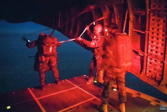 Médecine et parachutisme dans les Armées C210