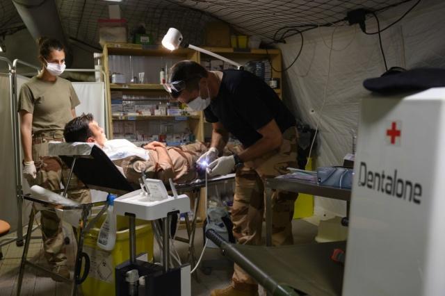 Barkhane : Soins médicaux  Dent210
