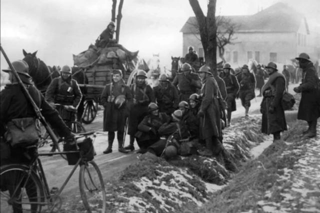 Drôle de guerre (1939).  Sedan_10