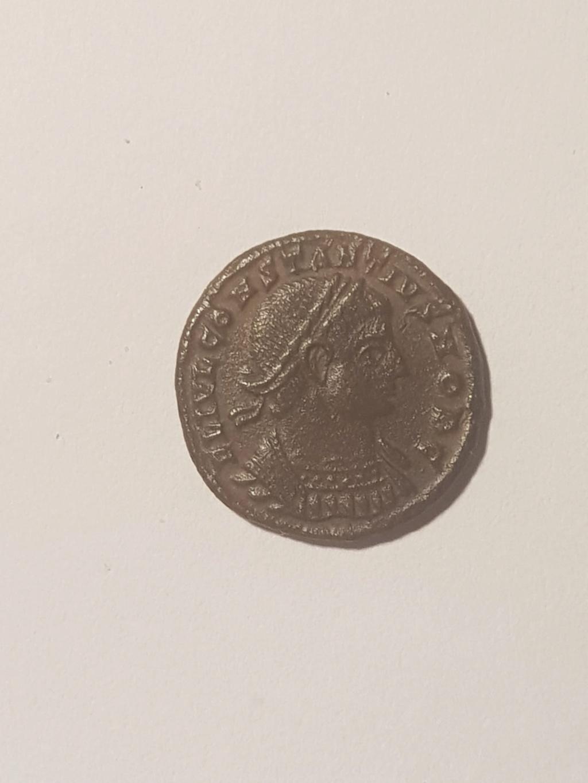 AE3 de Constancio II. GLORIA EXERCITVS. Soldados entre 2 estandartes. Siscia Whatsa12