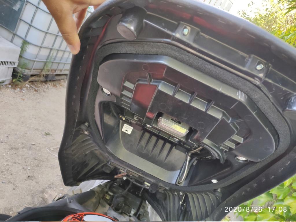 Problème ouverture de selle Burgman 650 Img_2012