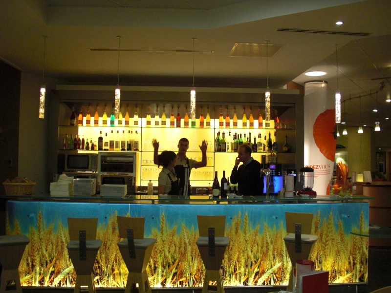 Le bar: ici on papoote! Cimg3010