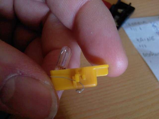 [TUTO] Changement ampoule bouton vitre electrique phase 1 Photos16