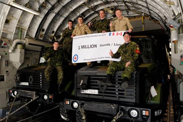 La force opérationnelle aérienne, envoyée par le Canada pour soutenir l'opération Serval du gouvernement français au Mali Canada10