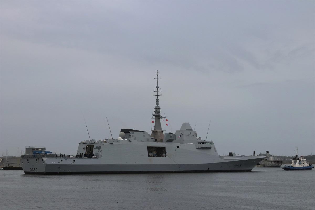 [Les ports militaires de métropole] Port de LORIENT - TOME 1 - Page 17 Img_0510