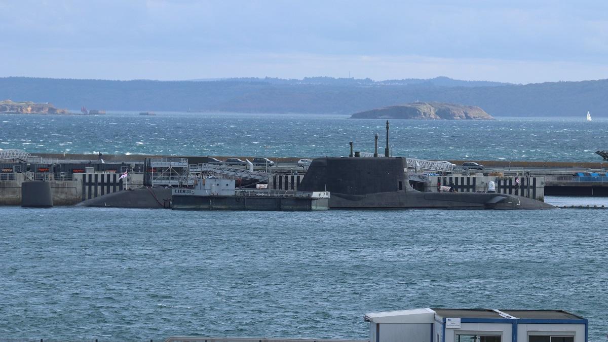 [Les ports militaires de métropole] Port de BREST - TOME 3 Img_7210