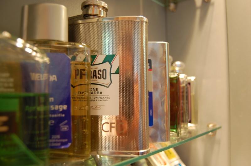 Photos de votre armoire spéciale rasage (ou de la partie réservée au rasage) - Page 3 Dsc_0217