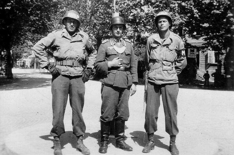 """Les """" pourquoi """" du militaria et de l'uniformologie - Page 9 Allies10"""