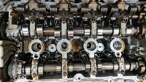 [ Peugeot 308 1.6 120Ch an 2012 ] sortie des doigts de culbuteurs de leur emplacements 77710