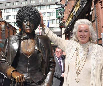 THIN LIZZY - Page 4 Statue12
