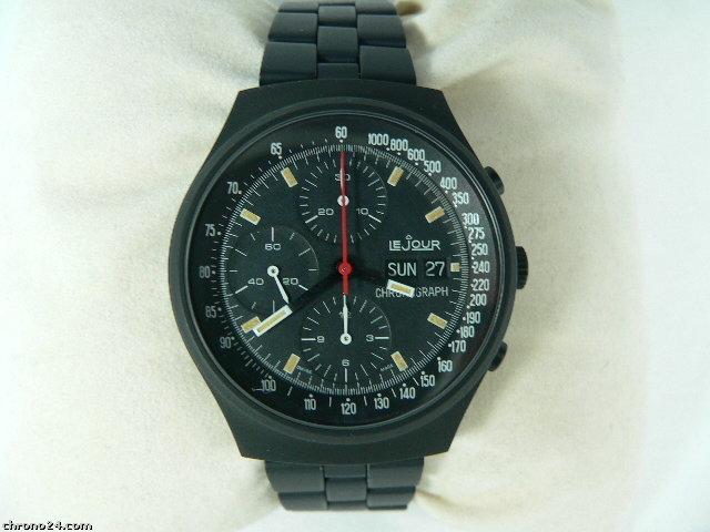 Besoin d'aide choix d'une montre full black Chrono10