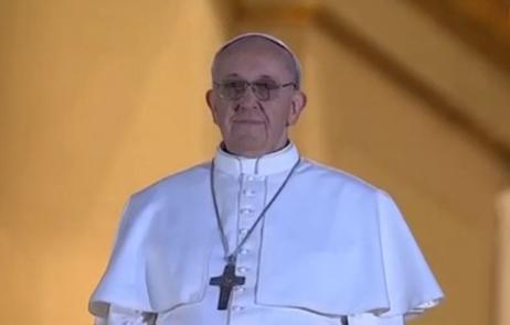 L'Angélus à Rome avec notre Pape François (vidéo) - Page 2 Pape-f10