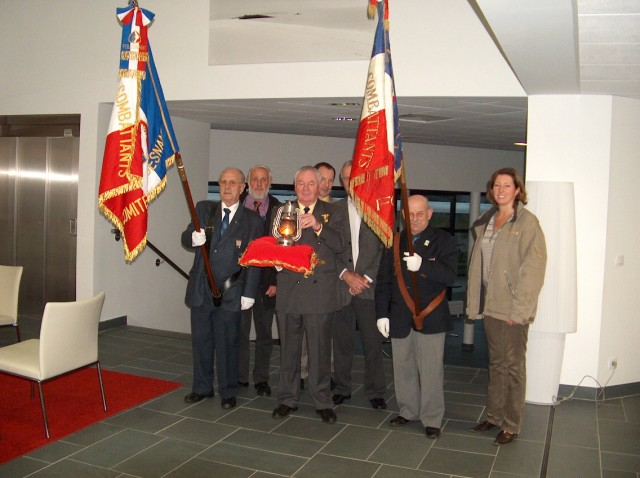 Arrivée de la flamme du souvenir à Quimper et transmission à Fouesnant Hpim5513