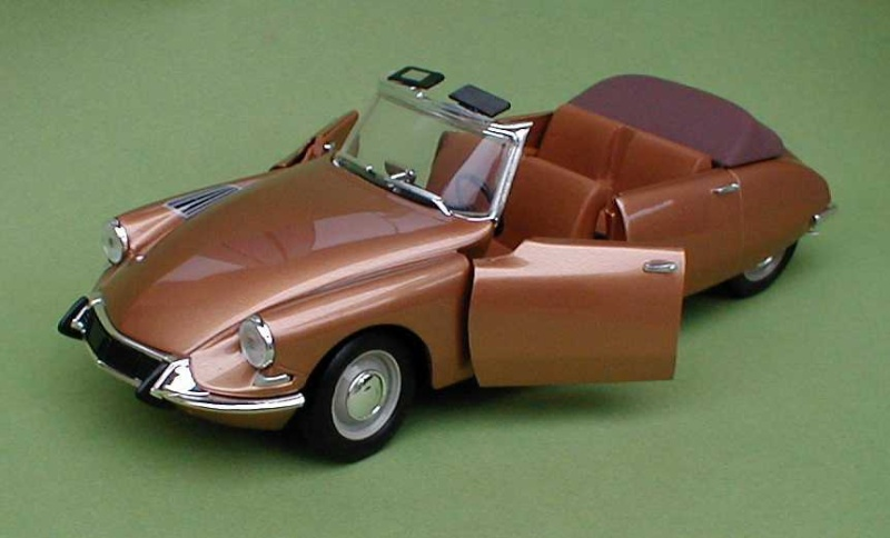 Citroën DS 1/18° SOLIDO Recadr11