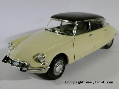 Citroën DS 1/18° SOLIDO Solido10
