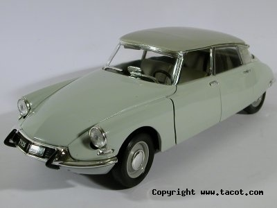 Citroën DS 1/18° SOLIDO Solido11