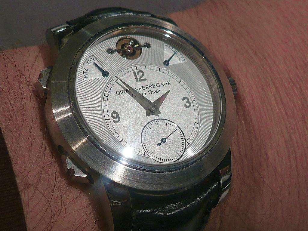 Mais quelle est la spécificité de cette montre ? Bmjour54