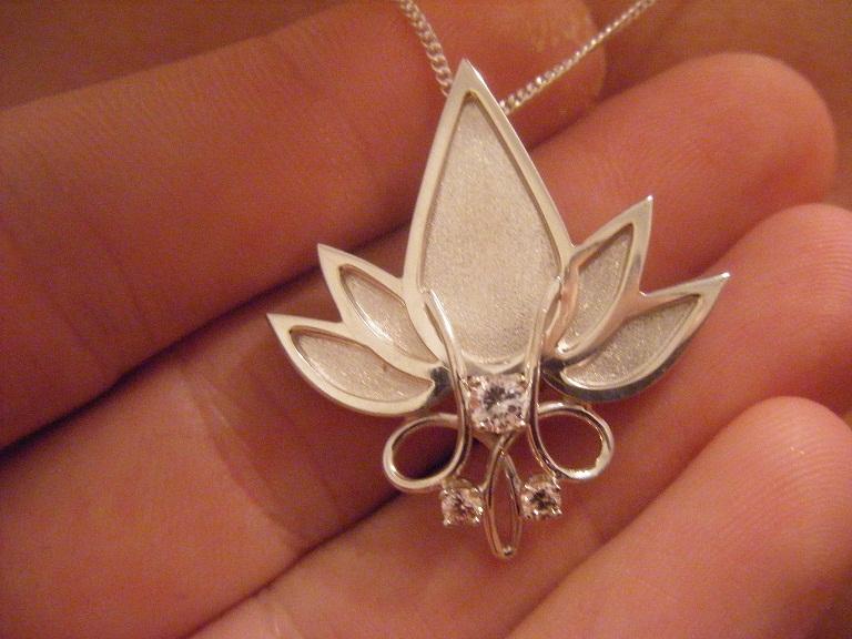Fleur de lotus Pendan10