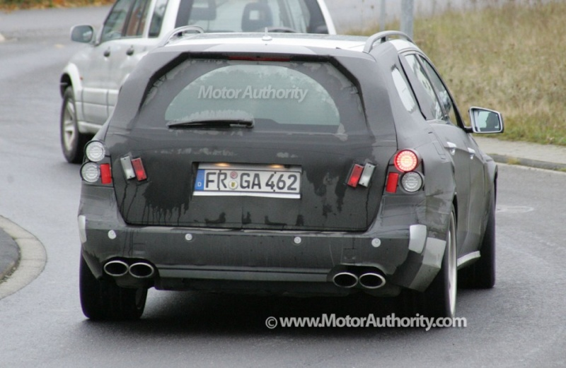 [Mercedes] E63 AMG 2010_m16