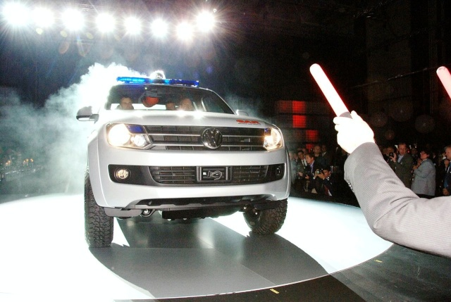 VW Pickup Concept in dramatic Baywatch style video 13080910