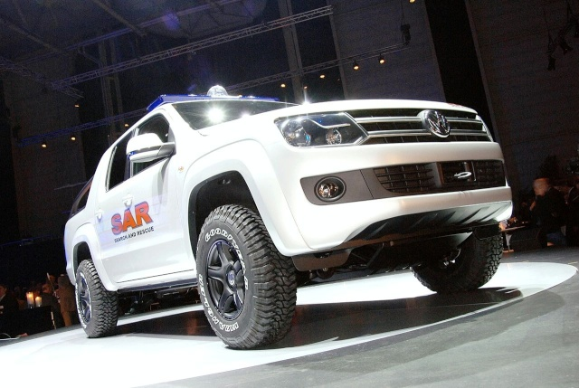 VW Pickup Concept in dramatic Baywatch style video 13080912
