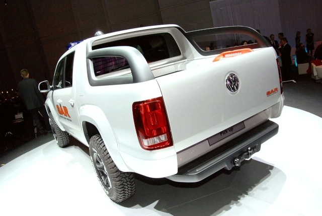 VW Pickup Concept in dramatic Baywatch style video 13080914