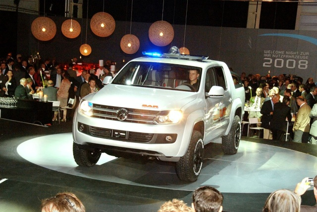 VW Pickup Concept in dramatic Baywatch style video 13080918