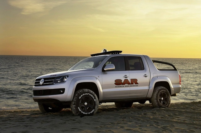 VW Pickup Concept in dramatic Baywatch style video 90809214