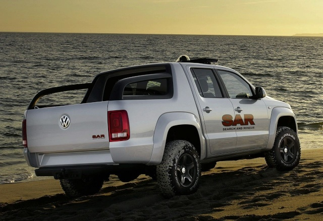 VW Pickup Concept in dramatic Baywatch style video 90809215