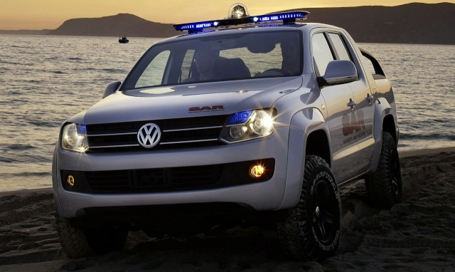VW Pickup Concept in dramatic Baywatch style video 90809216