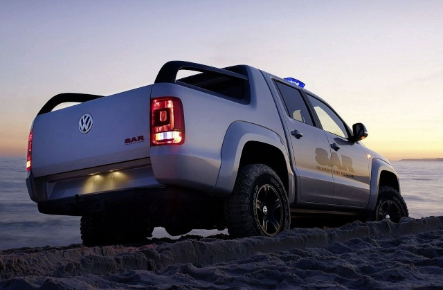 VW Pickup Concept in dramatic Baywatch style video 90809217