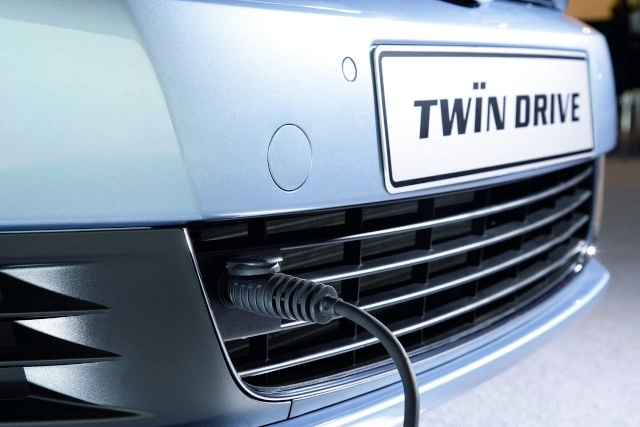 VW reveals Golf VI TwinDrive plug-in hybrid prototype Vw-gol10