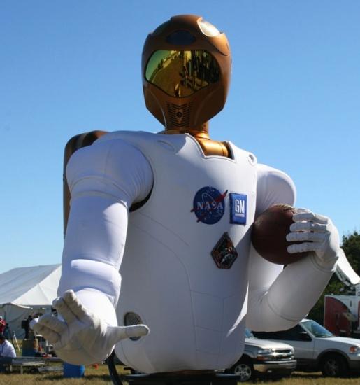Ce soir R2 au Super Bowl (sur W9 à minuit) R2_sup10