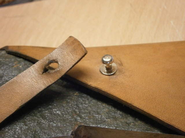 [fabrication] étuis en cuir pour outils ... P7170119