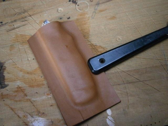 [fabrication] étuis en cuir pour outils ... P8110114