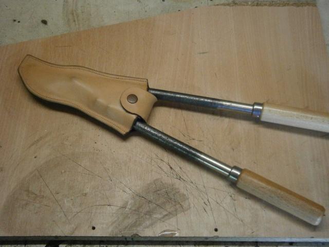 [fabrication] étuis en cuir pour outils ... P8160115