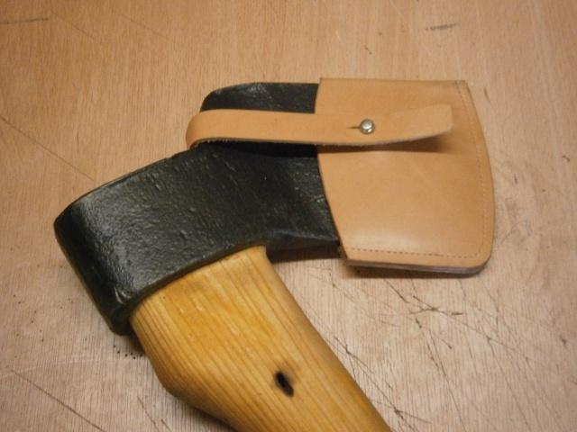 [fabrication] étuis en cuir pour outils ... P8160210