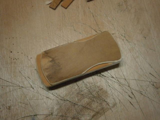 [fabrication] étuis en cuir pour outils ... P8190111