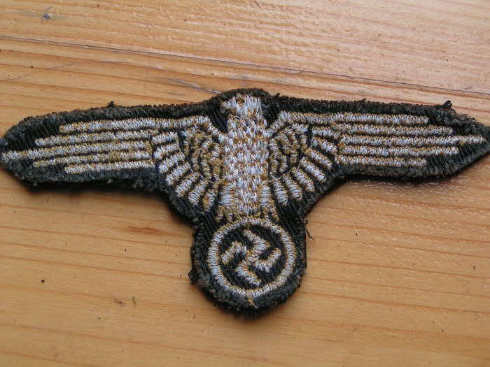 SS Eagle for tunic-real or fake ? Pict1311