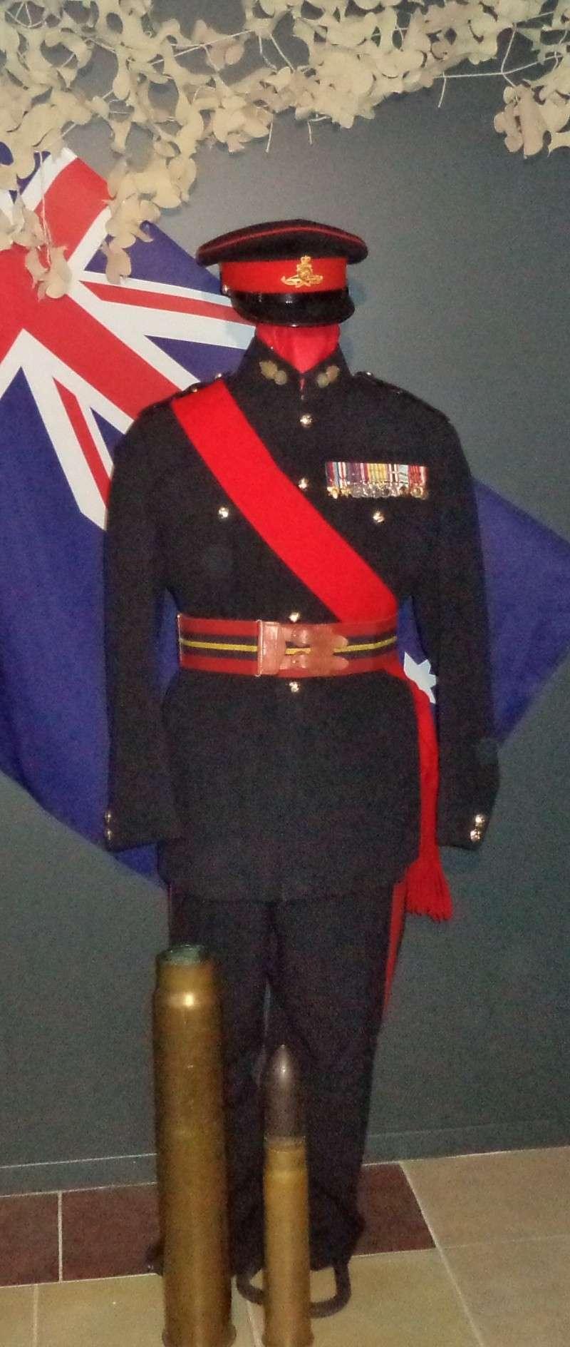 Uniforme d'officier Britannique de Royal Artilley 1950 Dsc00310