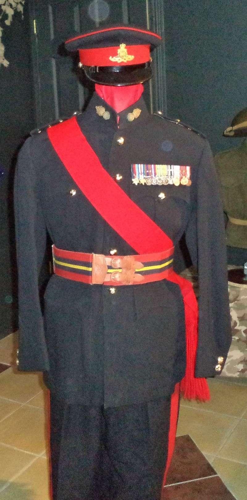 Uniforme d'officier Britannique de Royal Artilley 1950 Dsc00311