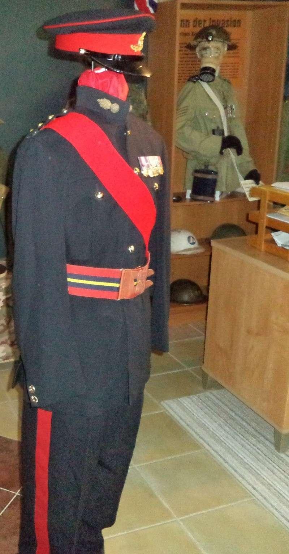 Uniforme d'officier Britannique de Royal Artilley 1950 Dsc00312