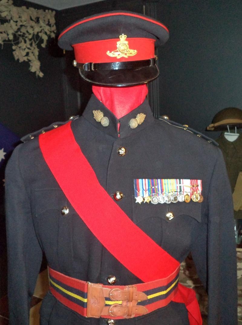 Uniforme d'officier Britannique de Royal Artilley 1950 Dsc00313