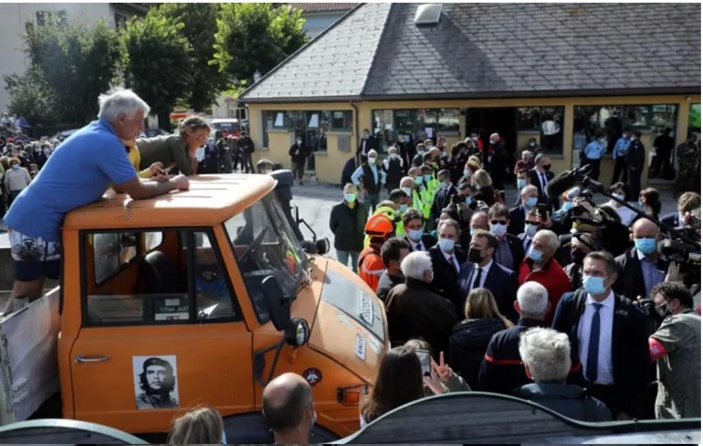 Macron autorise la conduire d'un Unimog sans avoir le permis PL Macr210
