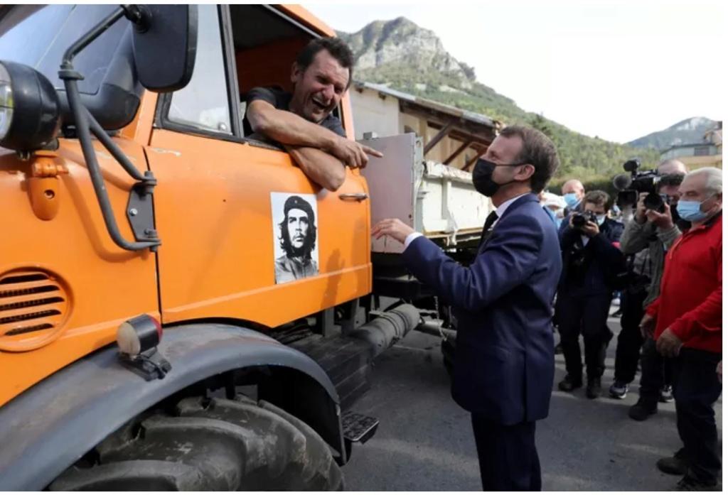 Macron autorise la conduire d'un Unimog sans avoir le permis PL Macr310